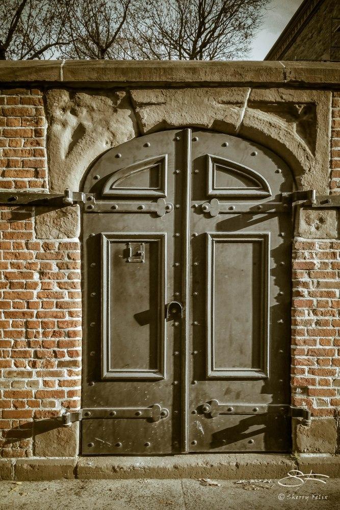 Soho Door (1/3)